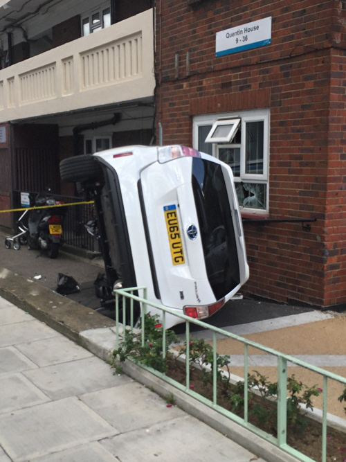 Minicab crashes into Waterloo flats