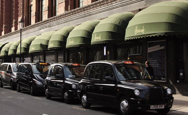 Women Attacked By Muggers ‬ Inside A Black Cab On Harrods Taxi Rank‬